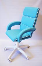 Кресло кожаное малогабаритное КР-16н лазурного цвета (белый низ)