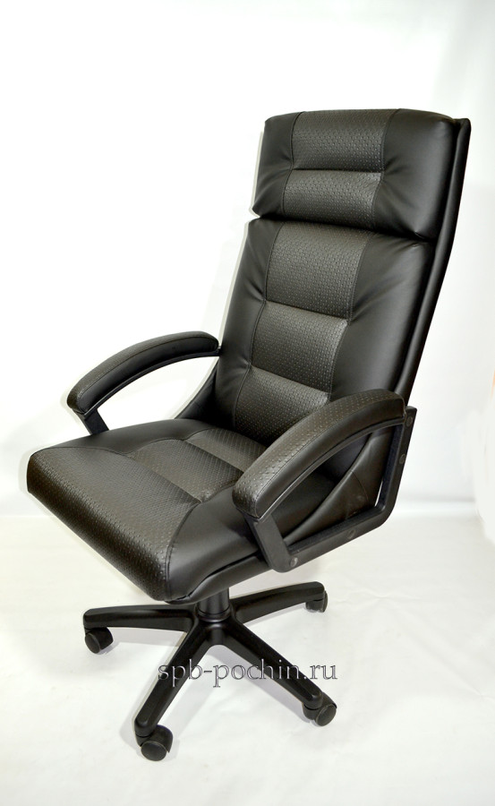 Кресло руководителя КР-7 черного цвета со вставкой