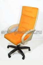 Стильное офисное кресло руководителя с мягкими локтями КР-7